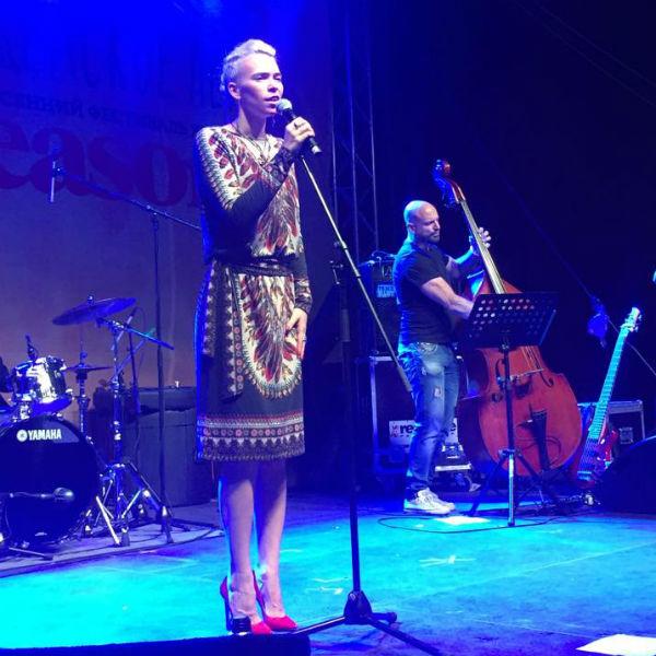 Во время концерта Визбор зал пел вместе с ней