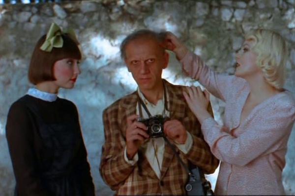 С первых фильмов Рената Литвинова завоевала зрителей оригинальной манерой игры