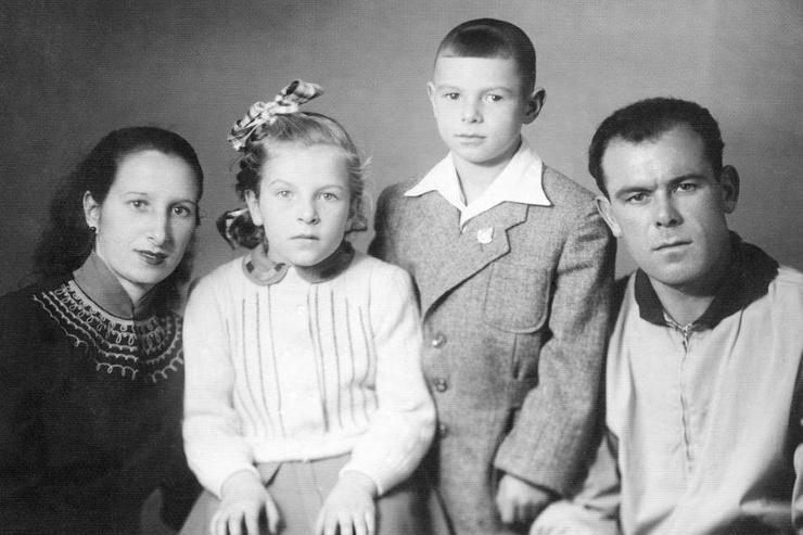Валерий Харламов с родителями и сестрой