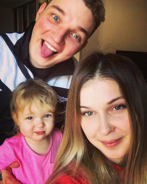 Эдвард Бил с семьей