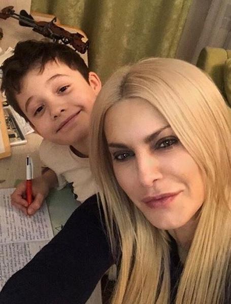 Татьяна Ларина с сыном