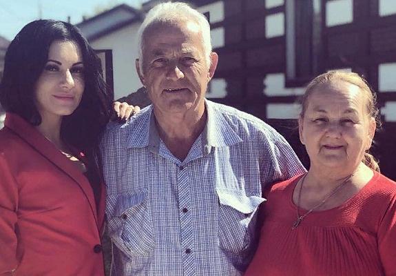 Анастасия с родителями Александра