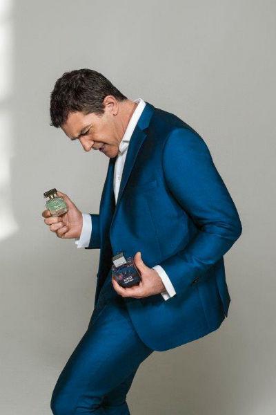 Антонио Бандерас с ароматами из своей коллекции