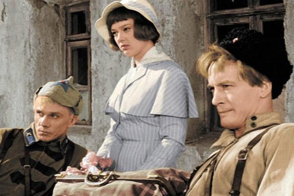 По сюжету в героиню Алины Покровской были влюблены двое мужчин