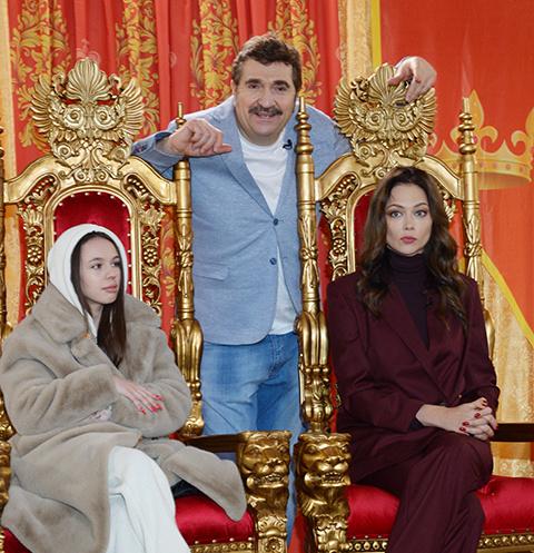 Валерий Комиссаров с ведущими проекта Инстасамкой и Настасьей Самбурской