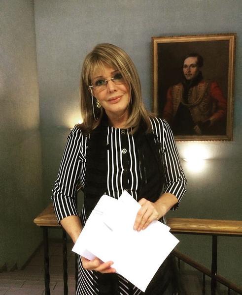 «О подобных вещах говорят либо духовнику, либо врачу»: Поплавская о скандальном интервью Прокловой