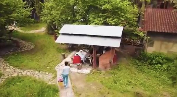 Эко-беседка и зона отдыха с прудом: как выглядит загородный участок Людмилы Хитяевой после ремонта
