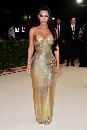 Ким Кардашьян обожает золотой цвет