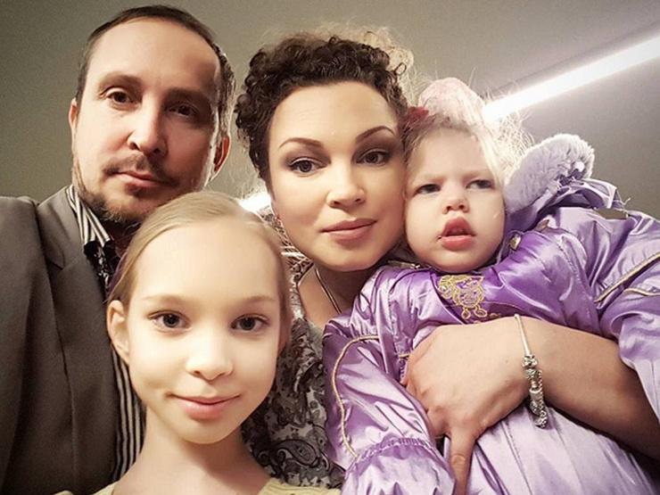 У Данко и Наталии двое дочерей, одна из которых родилась с ДЦП