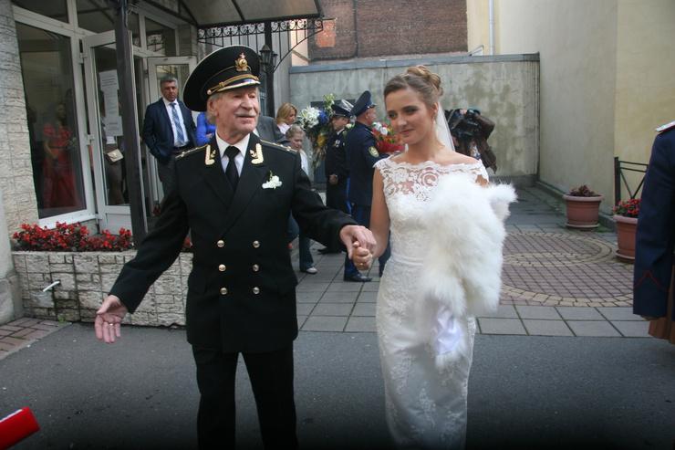 На свадьбе Иван Иванович танцевал от радости