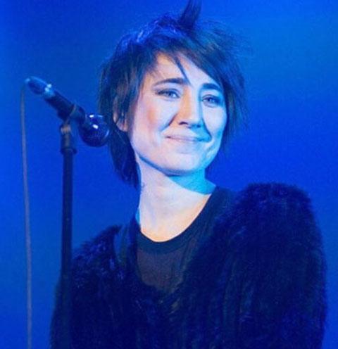 Земфира получила травму во время концерта в Берлине
