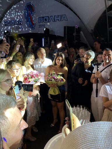 Вика Крутая отметила день рождения в компании звезд и друзей