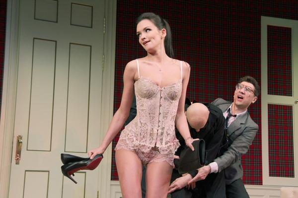 Паулина Андреева легко обнажается на публике