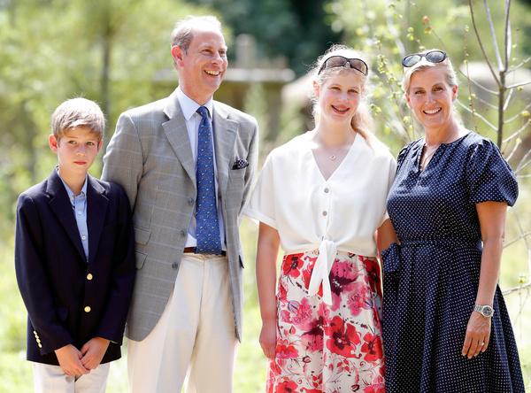 Как живет самая скромная внучка королевы Елизаветы II