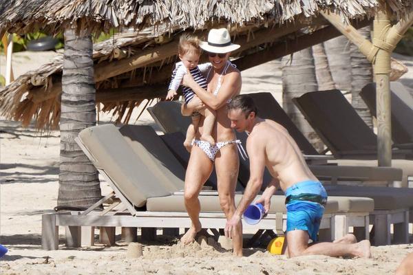 Пиппа с мужем и сыном