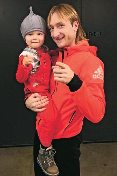 Евгений Плющенко с маленьким Сашей