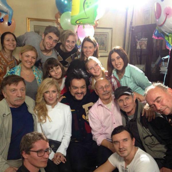 Актеры и Валерий Харченко после съемок картины «Праздник непослушания»