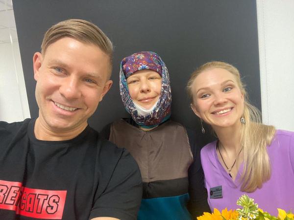 Митя Фомин и Светлана после пластики вместе с хирургом