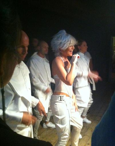Анжелика Варум за несколько минут до выхода на сцену