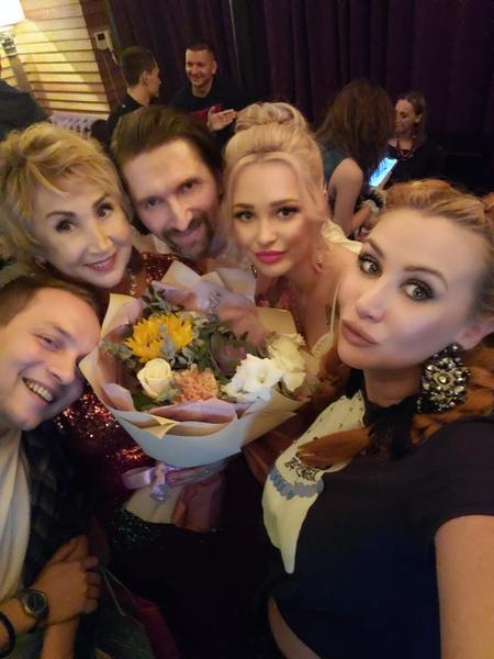 44-летний Василий пригласил невесту отметить помолвку в ресторан