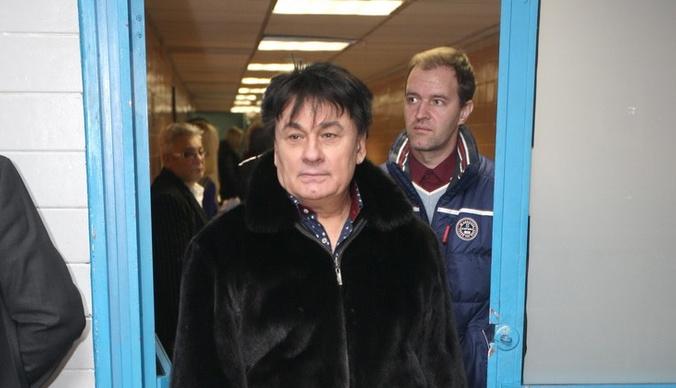 Александр Серов требует миллион рублей с Первого канала