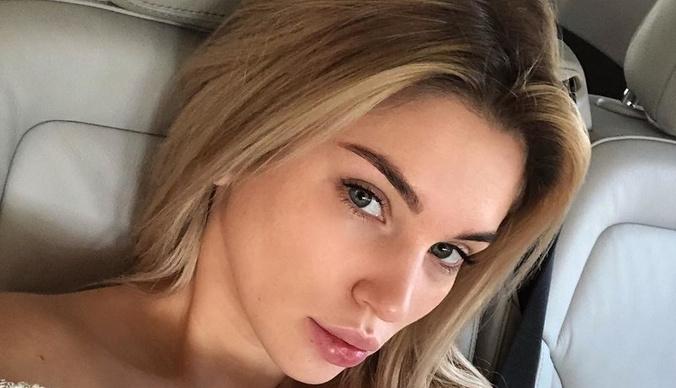 Беременная возлюбленная олигарха Николая Саркисова старательно следит за фигурой