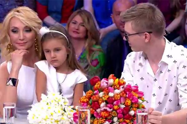 Кристина Орбакайте, ее дети Клава и Дени в студии программы «Сегодня вечером»
