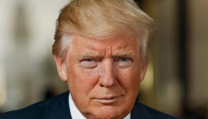 Дональд Трамп подал в суд на бывшую помощницу