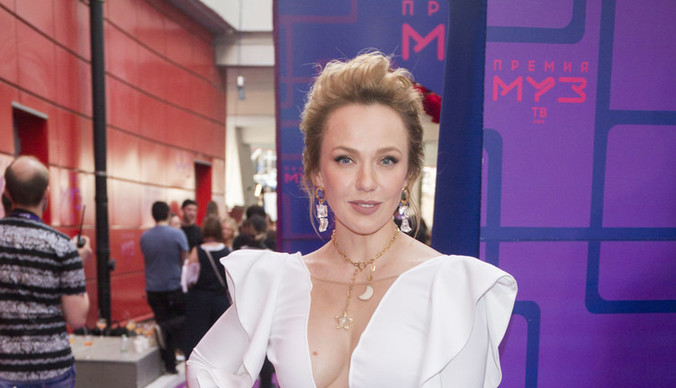 Альбина Джанабаева пожаловалась на лишние килограммы