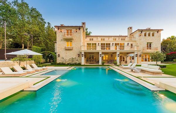 Дом считается одним из самых дорогих в районе