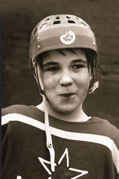 Потерял брата, влюбился в чужую жену, пробился в НХЛ. Испытания, не сломившие Вячеслава Фетисова