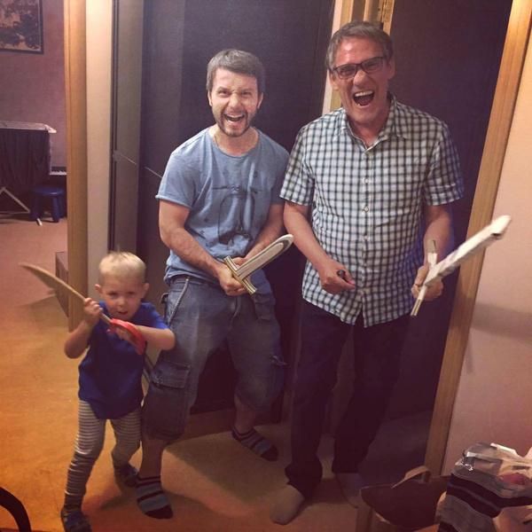 Актер с внуком и зятем