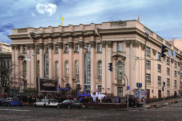В свободное от гастролей время Никита любит ходить в театр и на выставки