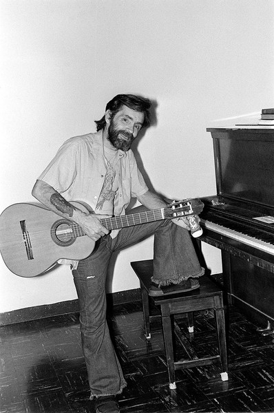Мэнсон записывал авторские песни