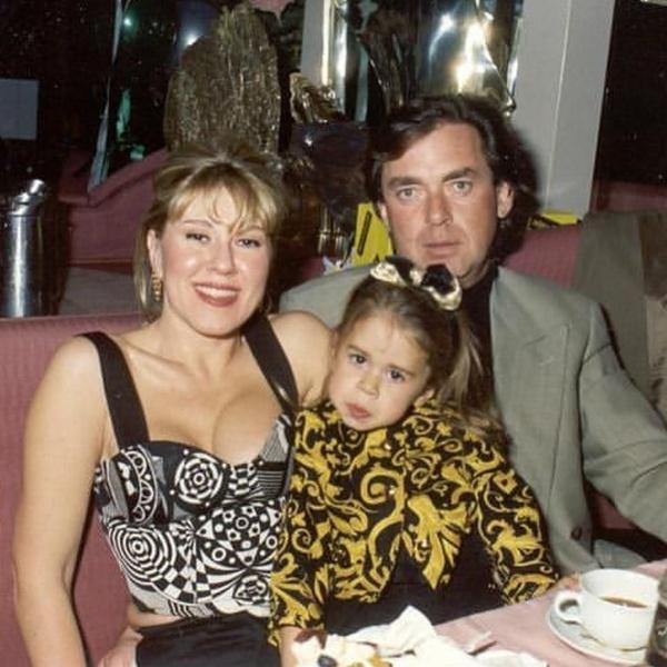 Таня в детстве с мамой и папой