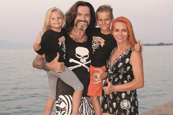 Никита Джигурда, Марина Анисина с детьми Мик-Анжелем и Эвой-Владой