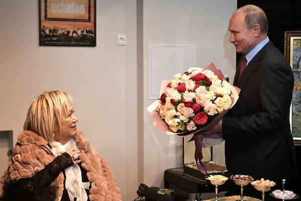 Президент решил лично поздравить Галину Волчек