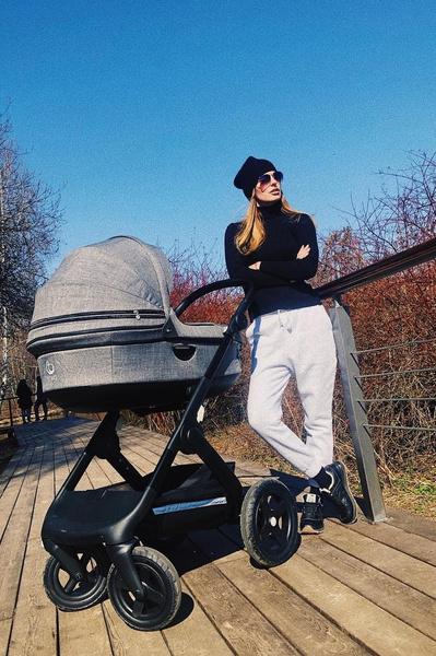 В марте Саша Савельева впервые стала мамой