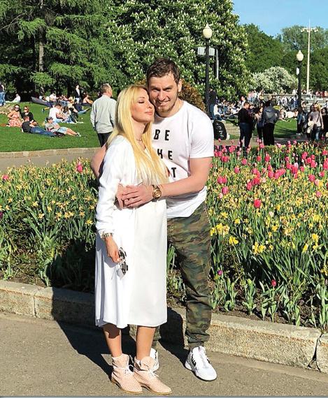Лера Кудрявцева приняла решение рожать в России