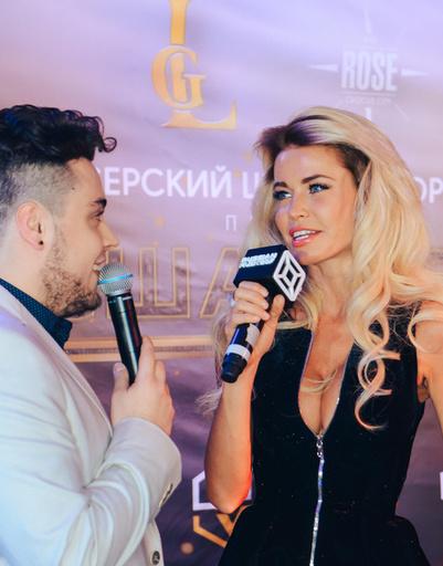 Ведущий Илья Пелехацкий и певица Златослава
