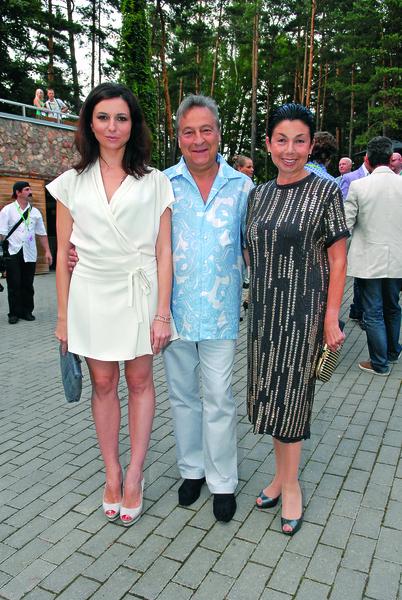 Самое дорогое в жизни Геннадия Хазанова - это его жена и дочь.
