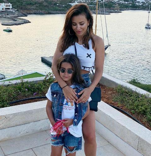 Певица с дочкой Софией