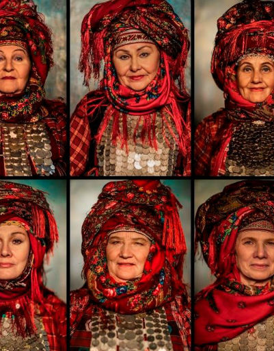 Артистки предстали в национальных костюмах