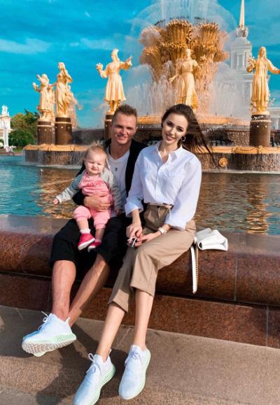 Скоро в семье Тарасова появится еще один ребенок, пол которого пока держится в тайне