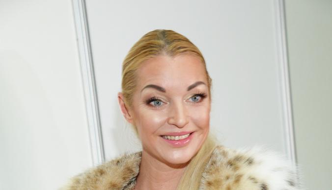 Эконом-класс и дешевая гостиница: Анастасия Волочкова приехала на выступление в Анапу за свой счет