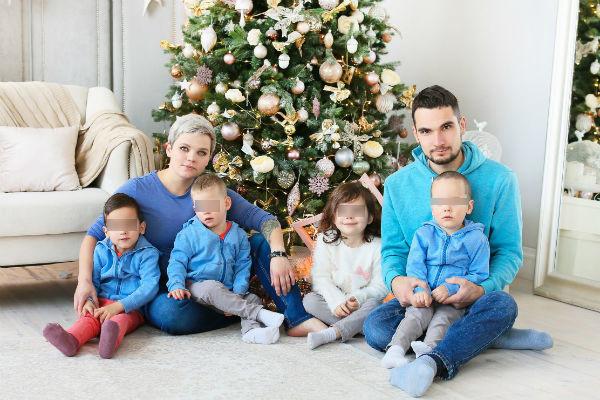 Супруги воспитывали пятерых детей (один на этом семейном фото еще отсутствует)