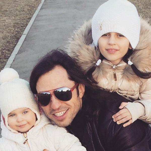 Ревва часто проводит время с любимыми дочками