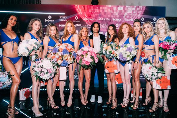 Александр Маленков и десять финалисток