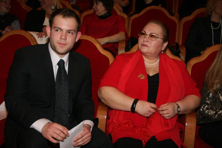 Нина Усатова возлагает большие надежды на сына-юриста