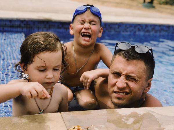 Павел с детьми
